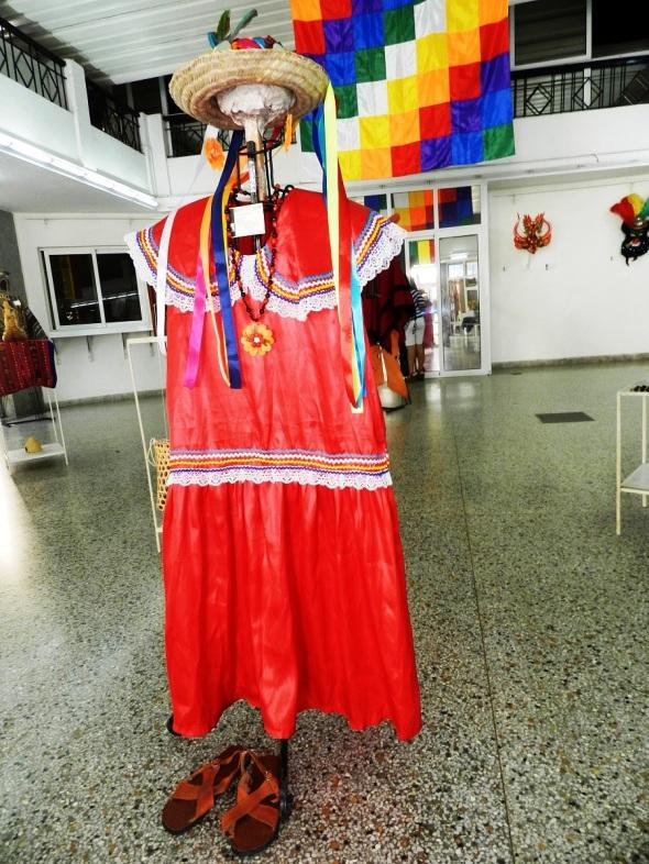 Nombre Tipoy, Material Tela. Tecnica Costura y bordado. vestimenta utilizada por mujeres de la región moxelo ignaciana
