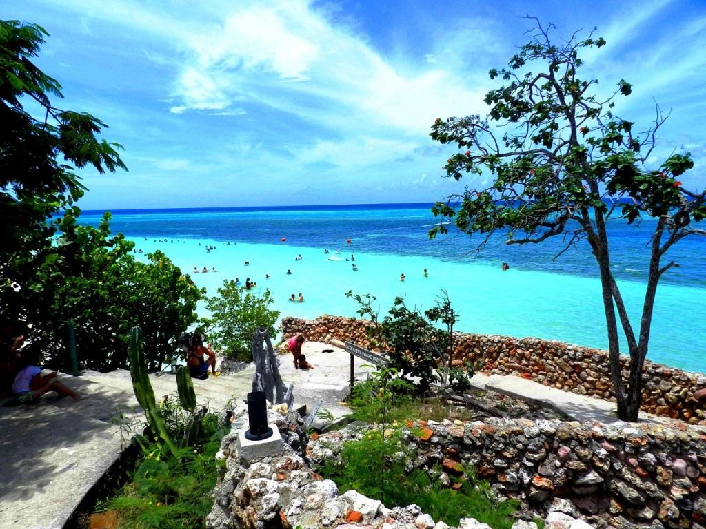 Las playas del norte de la provincia de Holguín clasificaron entre las cien más populares del mundo para la práctica de esnórquel, según la encuesta realizada a los viajeros por el portal TripdAdvisor, publicada este viernes.