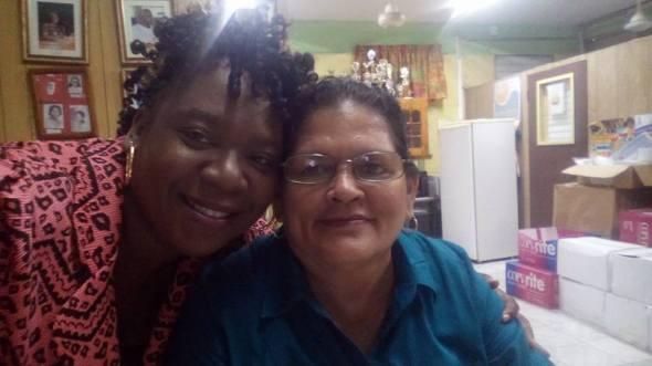 A la derecha en la foto Ana Ondina Quiroga Agramonte