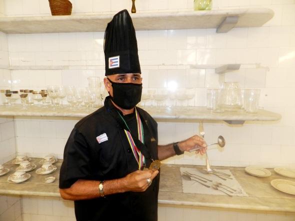 Chef Frank Rodríguez Pino, ganador de dos premios mundiales de libros de cocina