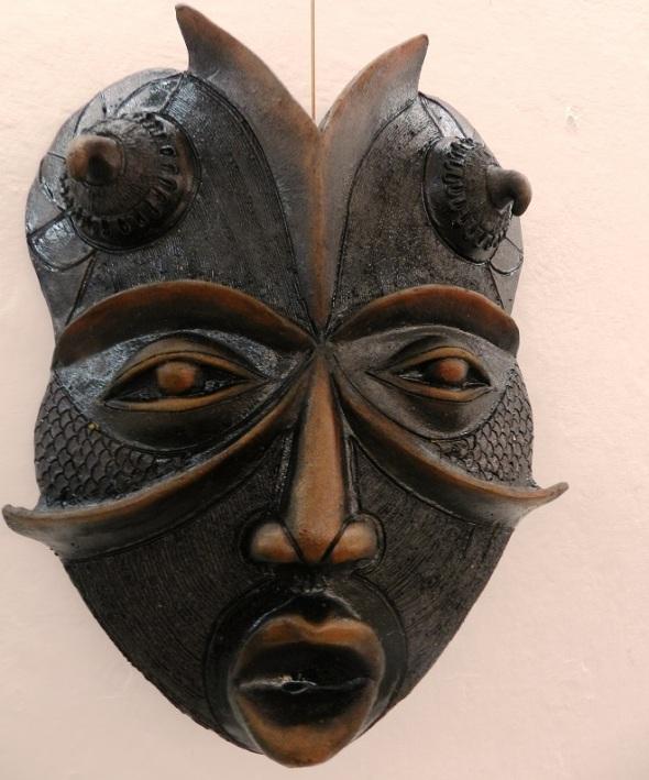 Autor Alberto Pérez Abab. Titulo Máscaras en negro. Tecnica Patina (1)